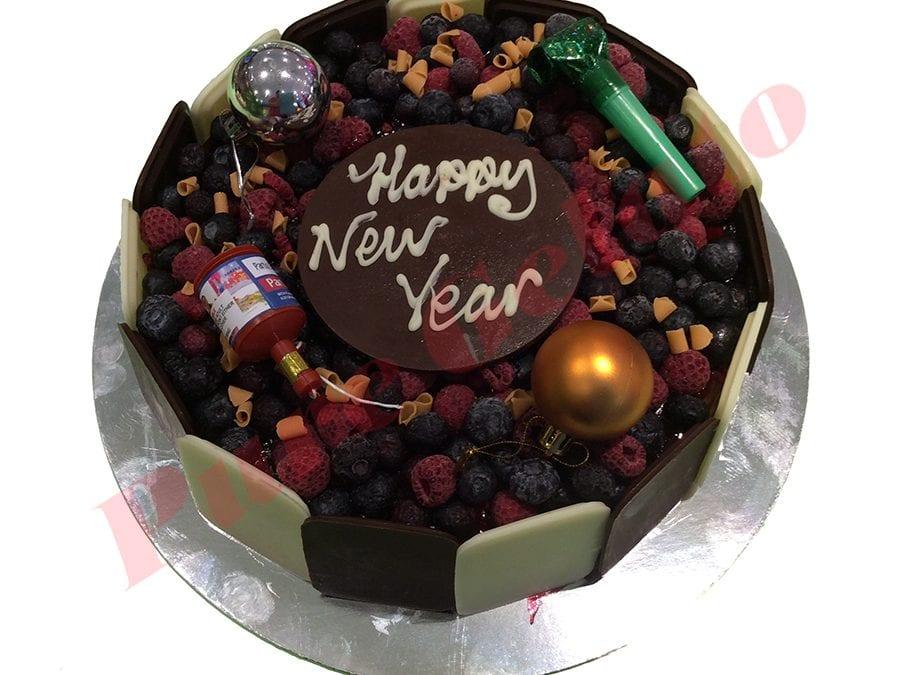 Choc Berry Cake Round+Happy New year Plaque