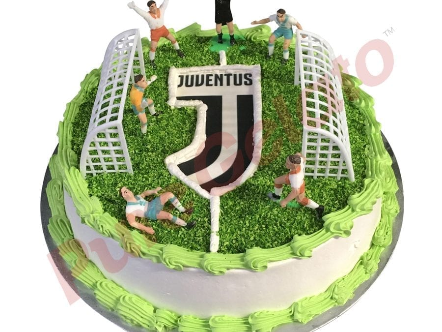Sports-field-Cake-Full-Soccer-field+Juventus-logo-smooth-Cream-Green-piping