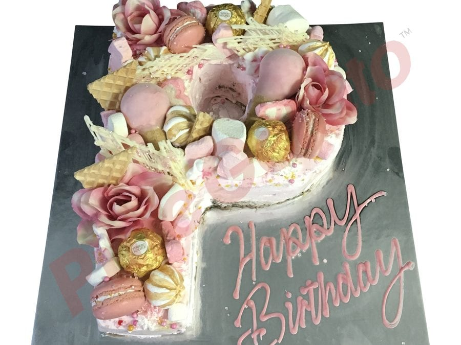 Naked cake pink Cream Letter P pink Full cluster